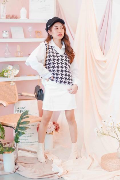 (BACKORDER) Pop Girl Knit Vest in Houndstooth